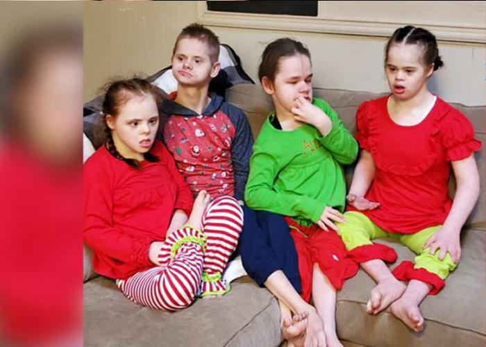 Cuatro niños con Síndrome de Down en terribles condiciones son adoptados y sus vidas prosperan